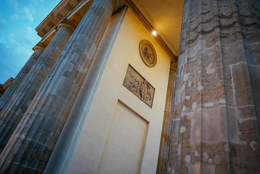Walk Through The Brandenburg Gate - Central Reservation