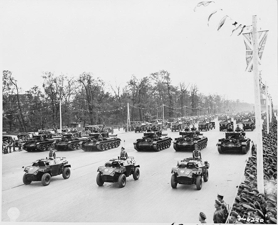Berlin Experiences - Berlin Victory Parade 1945 - Desert Rats