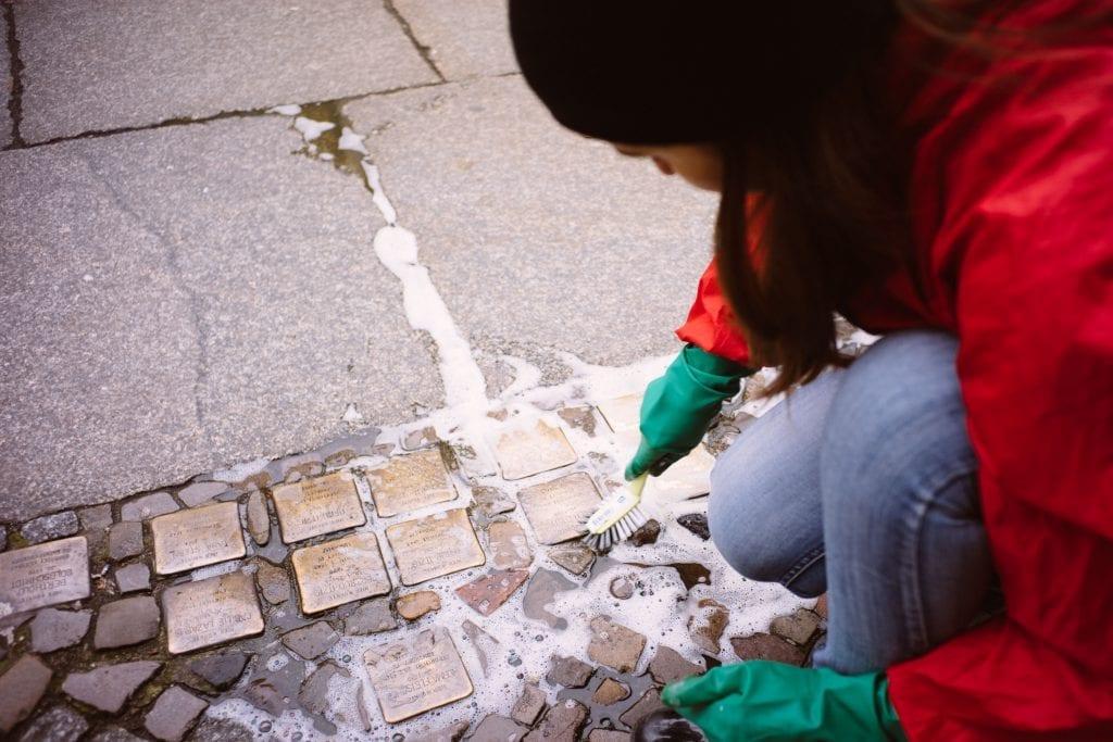 Cleaning Berlin Stolpersteine