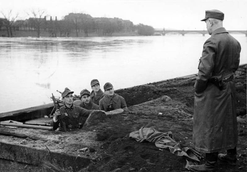 Volkssturm men on the river Oder in 1945