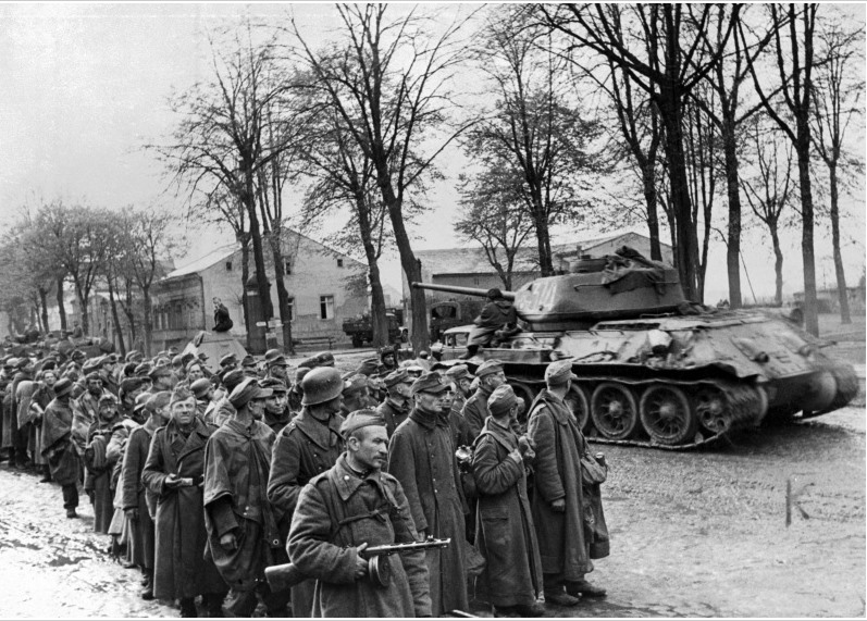 T34-85 12th Guards Tank Corps and prisoners of war.