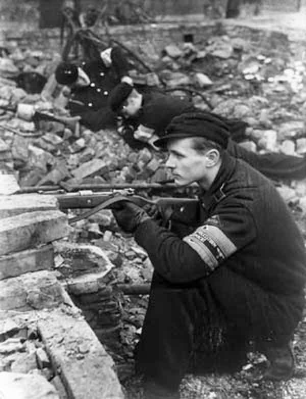 Hitler Youth prepare defences for the Battle of Berlin