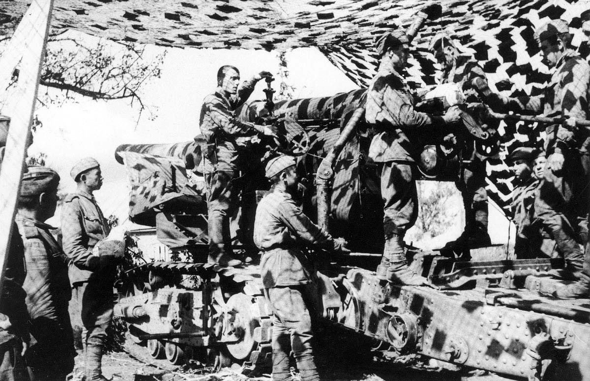 A Soviet 203mm B-4 Howitzer opens fire on Berlin