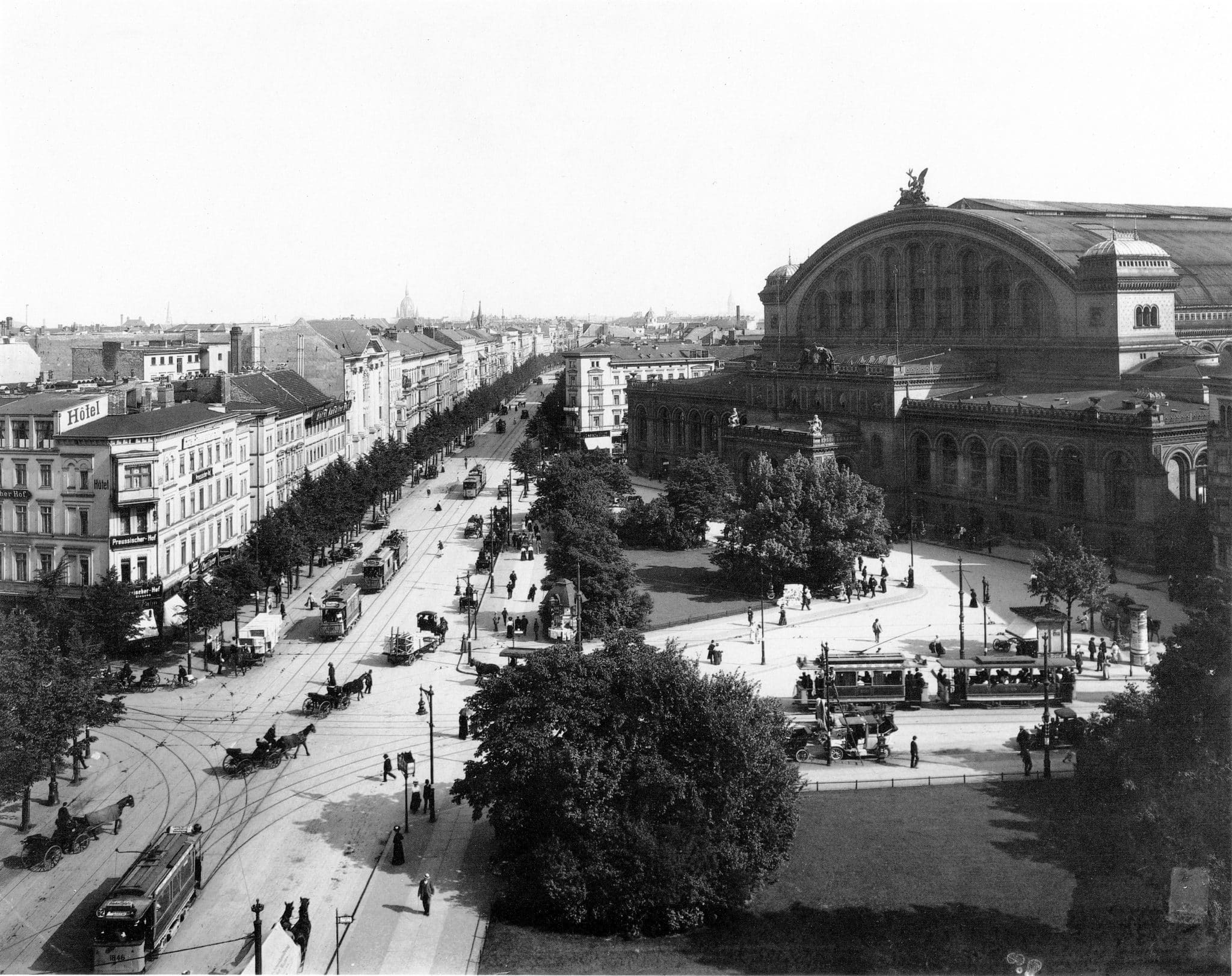 Berlin's Anhalter Bahnhof - the largest train station in Europe in the early 1900s
