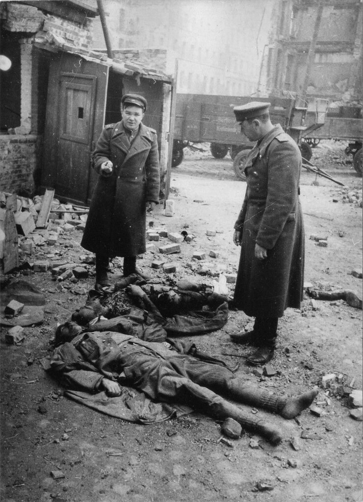 Soviet officers next to the bodies of the dead company commander and Volkssturm fighter