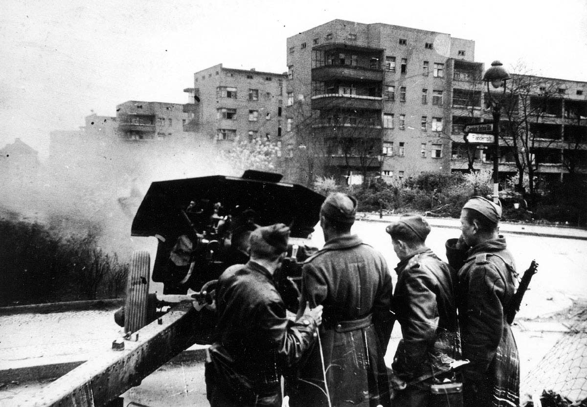 Soviet artillery in Pankow during the Battle of Berlin
