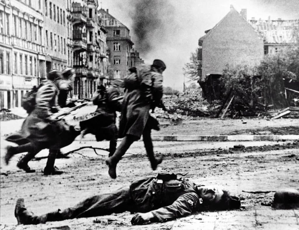 Soviet Red Army troops advance in Berlin to take up new positions