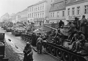 Soviet tankers move into Berlin's outskirts
