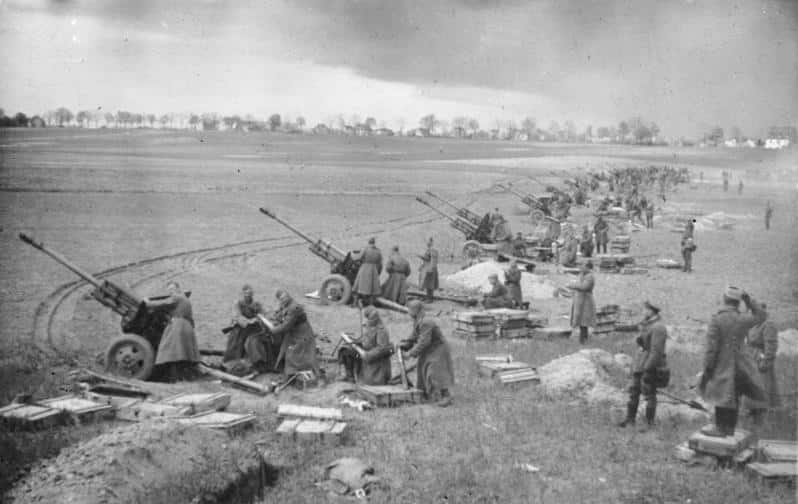 Soviet artillery shelling the Seelow Heights on April 16th