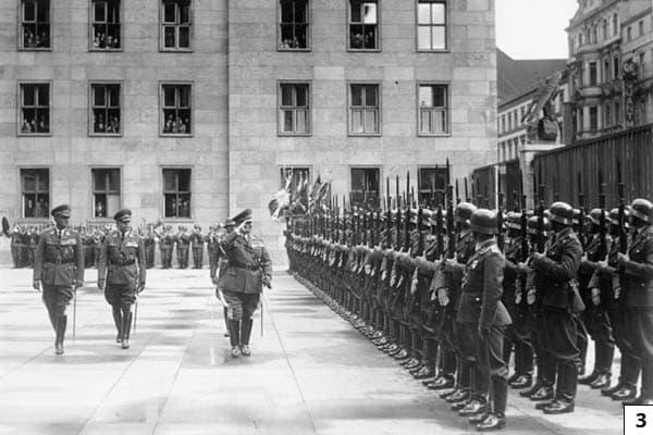 Berlin, Parade zum Jahrestag der Wehrfreiheit/Bundesarchiv, Bild 183-C03964 / Müller / CC-BY-SA 3.0