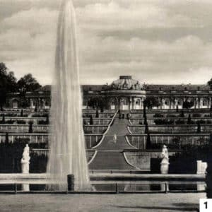 Schloss Sanssouci with park fountain/Public Domain